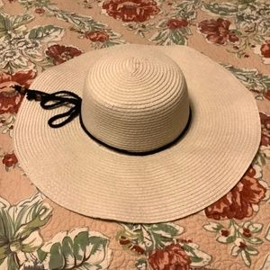 Accessories - Sun hat with tie accent